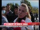 Të rinjtë e Elbasanit në protestë:  Jo armëve kimike - News, Lajme - Vizion Plus