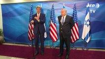 Kerry en Israël condamne les attentats palestiniens