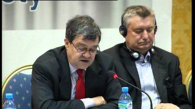 """""""25 vjet pas komunizmit"""". Raunig: Edhe sa vjet do të presin shqiptarët për shtet?"""