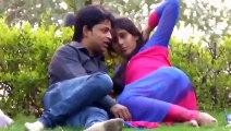 پاکستان کی معروف اداکارہ پارک میں کسسنگ کرت�