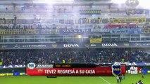 Carlos Tevez recibió una bandera de Diego Maradona en su Presentacion Con Boca Juniors • 2015
