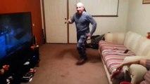 Парень спросил_ Отец, а ты умеешь танцевать Отец наглядно ответил
