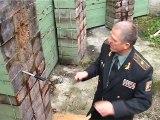 Ce russe lance 2 couteaux en meme temps... Faut pas l'embeter lui!