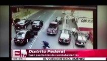 El momento en que unos policías se enfrentan a delincuentes en México