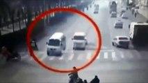 Incroyable - Une force invisible soulève des voitures et provoque un crash en Chine !