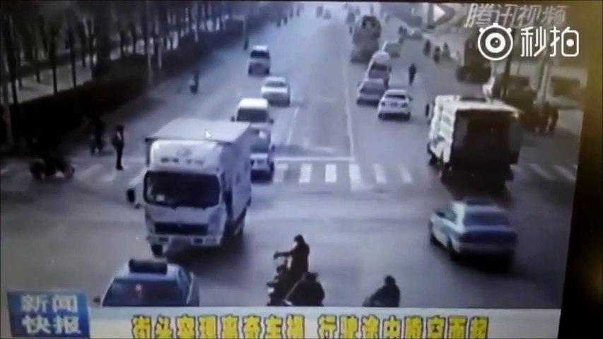 Accident de voiture très bizarre... Des voitures...