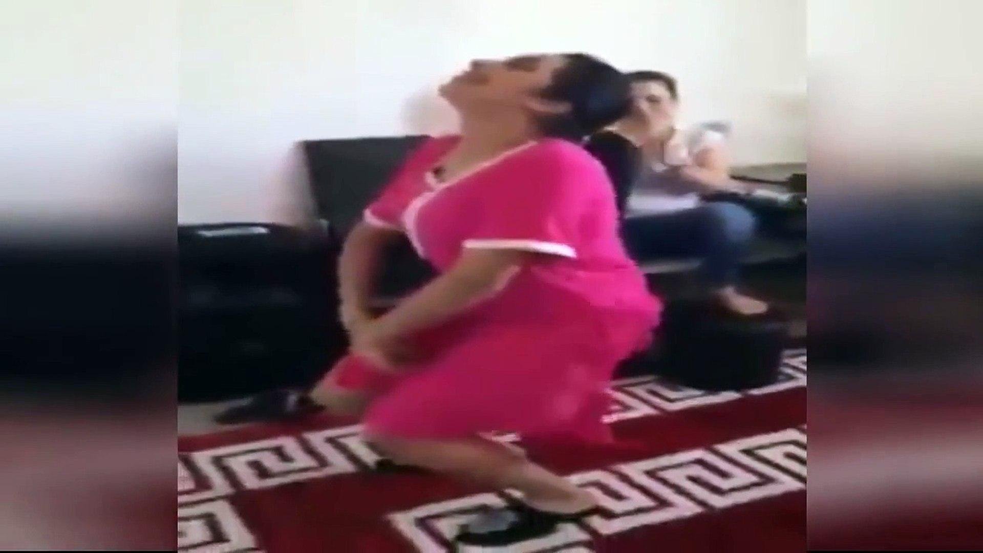 رقص مغربي اول مرة ستشاهده بدون ملابس داخلية مثير جدا - رقص منزلي مثير