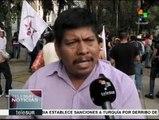 México: Padres de normalistas instalan plantón afuera de Los Pinos