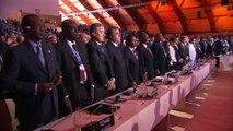 Une minute de silence en hommage au victimes des attentats lors de la COP21
