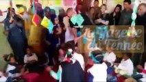Madjid Bougherra danse avec les enfants réfugiés Sahraouis à Tindouf!
