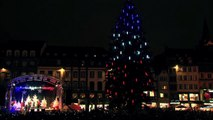 Bo Johnson chante Imagine pour l'illumination du sapin - Strasbourg, Capitale de Noël 2015