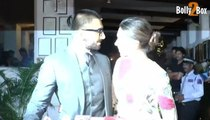 OMG! Deepika Padukone kisses Ranveer Singh In Public at Bollywood Movie Tamasha success party - Deepika kiss Ranveer