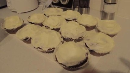 How To Make 18 Cupcakes In 80 Seconds