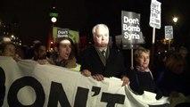 Protesto contra ataques na Síria em Londres