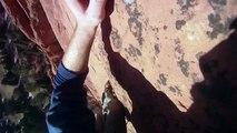 Sensations garantie : un alpiniste décroche en escaladant une falaise. Chute libre