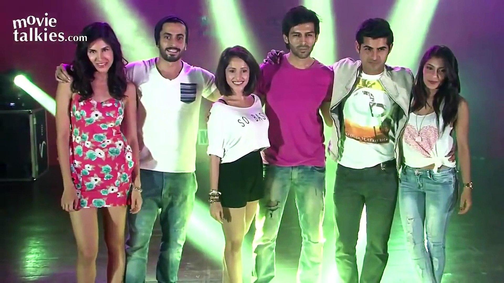 Pyaar Ka Punchnama 2 Hot Girls Nushrat Bharucha & Ishita Sharma Promoting At Sophia Colleg