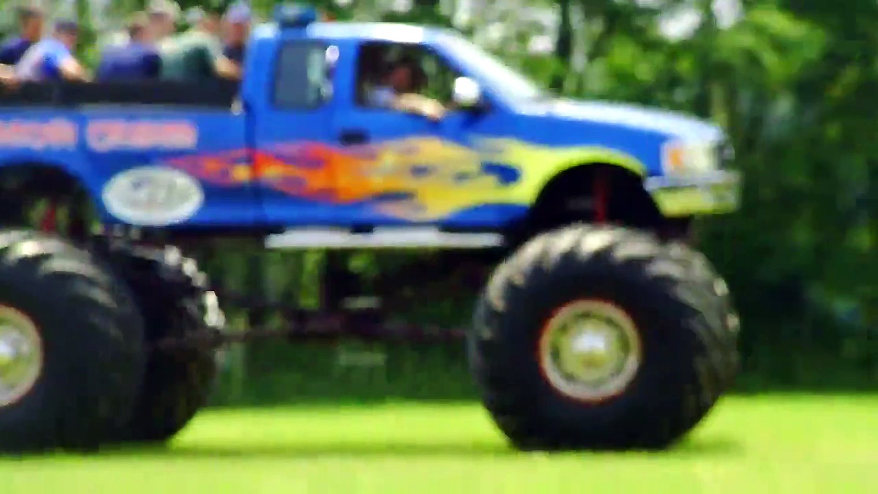awesome off road trucks, off road trucks 8×8, off road trucks mudding ,big trucks off road