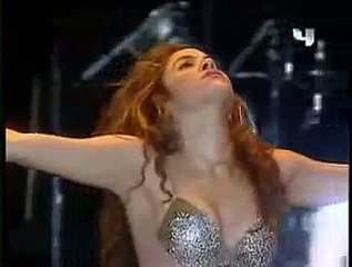 SHAKIRA BELLY DANCE 2015