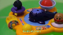 Японские игрушки ПУСКАЮТ ФОНТАНЫ ВОДЫ. Japanese toys are ALLOWED in the WATER FOUNTAINS.