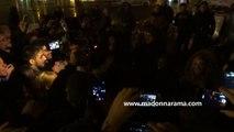 Madonna chante place de la République, à Paris, en hommage aux victimes des attentats