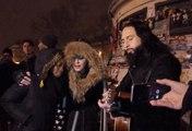 Madonna chante place de la République en hommage aux victimes des attentats de Paris