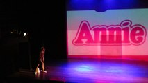 08 - Com os Pés na Broadway - Annie