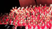 Des écoliers canadiens chantent en arabe une chanson de bienvenue aux réfugiés syriens