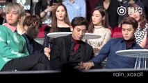 151202 EXO Chanyeol crack Sehuns thumb knuckle at MAMA[Fancam]
