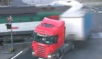 TIR'ı ikiye bölen kaza kamerada