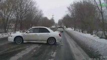 Ce pilote de Subaru impreza a une drôle de façon de doubler