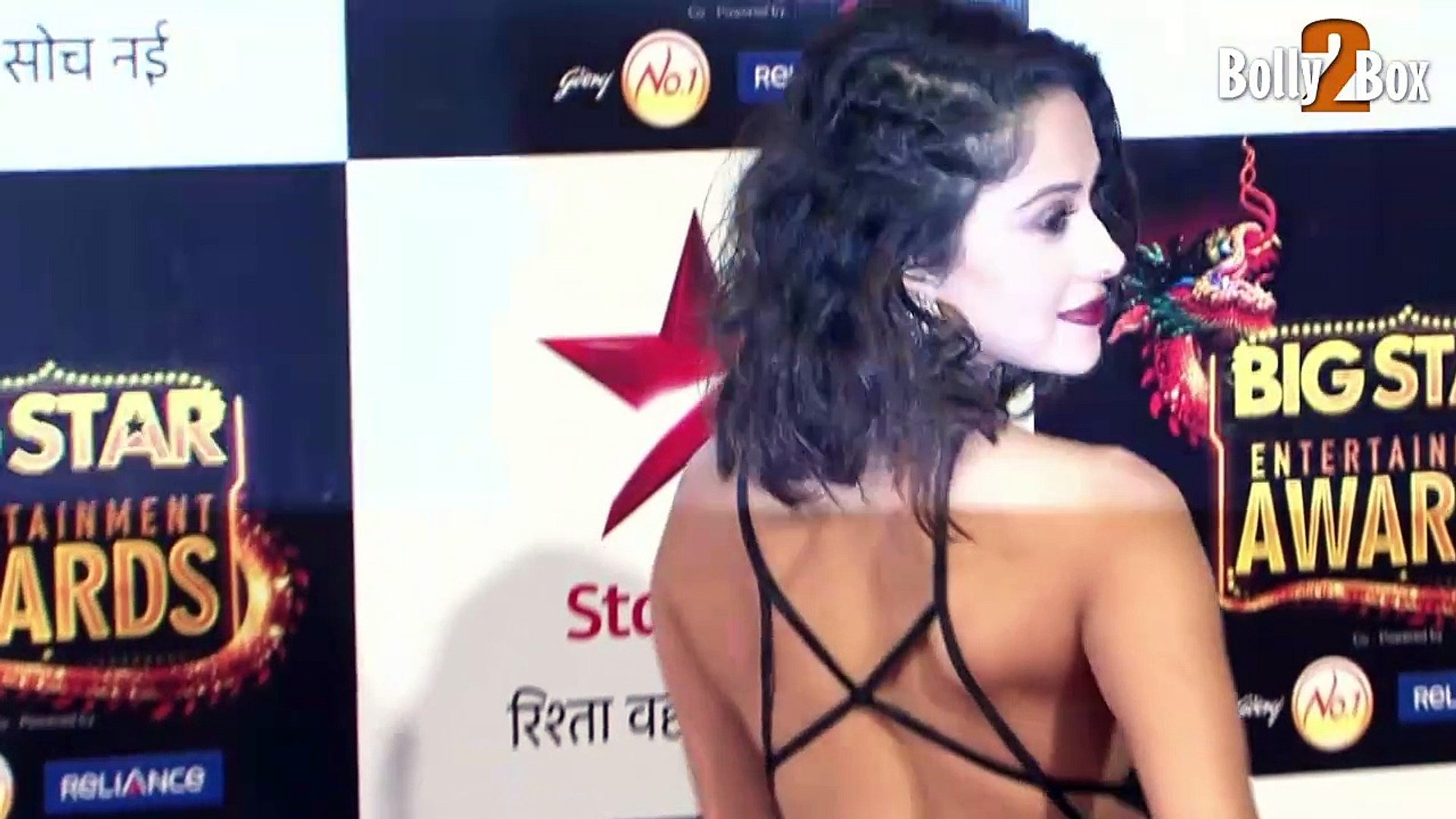 Nushrat Bharucha Looks Hot & Wins Most Entertaining Actor in a Comedy Role (Female) Award For Bo