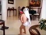 BABY Dancing like SHAKIRA INCREDIBLE WAKA WAKA.flv