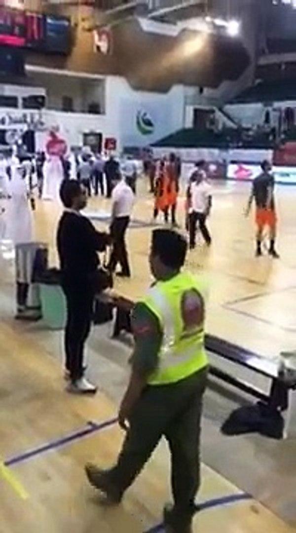شاهد حظرعلم فلسطين في مباراة كرة سلة بملعب مغلق في دبي