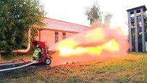 Lance-Flamme VS Lance à incendie ... qui gagne