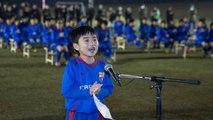 Yamashita Koshiro, de la FCB Escola de Katsushika, dóna la benvinguda al FC Barcelona