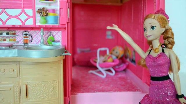 Frozen Anna Gabriel e Luiza na Casa Trailer Da Barbie!!! Em Portugues Tototoykids