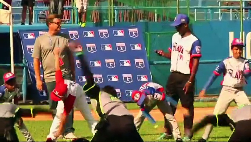 MLB players teach baseball to Cuban children