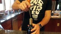 Voici comment déboucher votre bouteille de vin avec une simple fourchette!