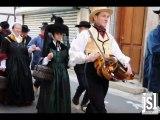 Danses traditionnelles bressanes dans les rues de Louhans avec les danseurs de Romenay
