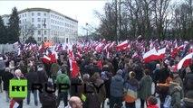 A Varsovie, les Polonais manifestent «pour la démocratie»