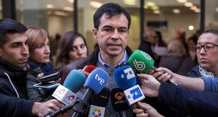 Herzog (UPyD) vota en Arganzuela con mucha emoción