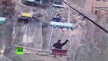 Un homme saute dans la cage d'un tigre en Chine pour pratiquer «le saut périlleux»