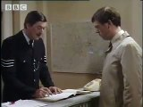 Funny Hugh Laurie & Stephen Fry comedy sketch! Your name, sir? - BBC-1 Fan Video