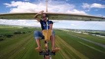 El vuelo de la felicidad: sin pies y sin manos