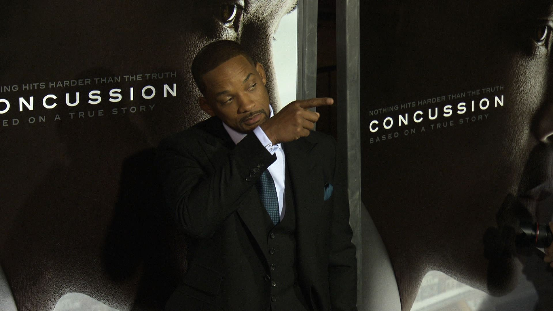 Will Smith offers NFL players free tickets to 'Concussion'