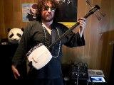 Ce musicien joue du Lil Wayne sur un instrument japonais très ancien