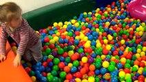 Balle de la Fosse de Montrer lIntérieur de laire de Jeux Amusants pour les Enfants dApprendre les Couleurs avec des Boules de Centre de jeux pour Enfant