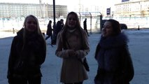 3 russes très jolies chantent dans la rue - Très belles voix