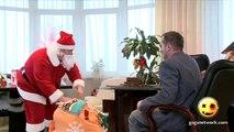 【エロ面白い美女ドッキリ】サンタのプレゼントが裸の美�