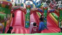Aire de jeux extérieure pour les enfants, float house et de boules